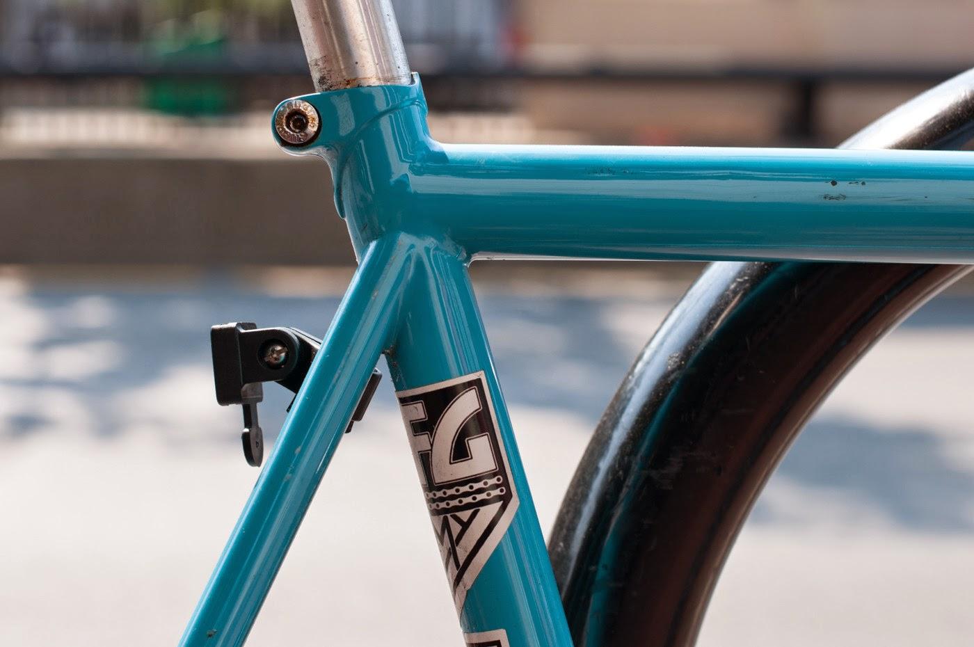 Fixie, fixed speed, bicycle, boston, USA, custom, customised, blue, tim Macauley, the biketorialist, shimano, frame, 3t, ritchey, tiagra , seat tube,