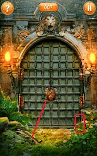 ломаем монтировкой замок на воротах