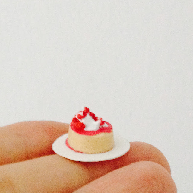 Miniature Dime Cakes DIY | Make Adorable Dollhouse Food Cakes The Size of a Coin! | Linzer Lane Blog