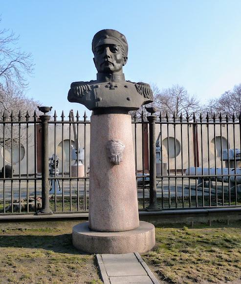 Миколаїв. Пам'ятник адміралу П. С. Нахімову