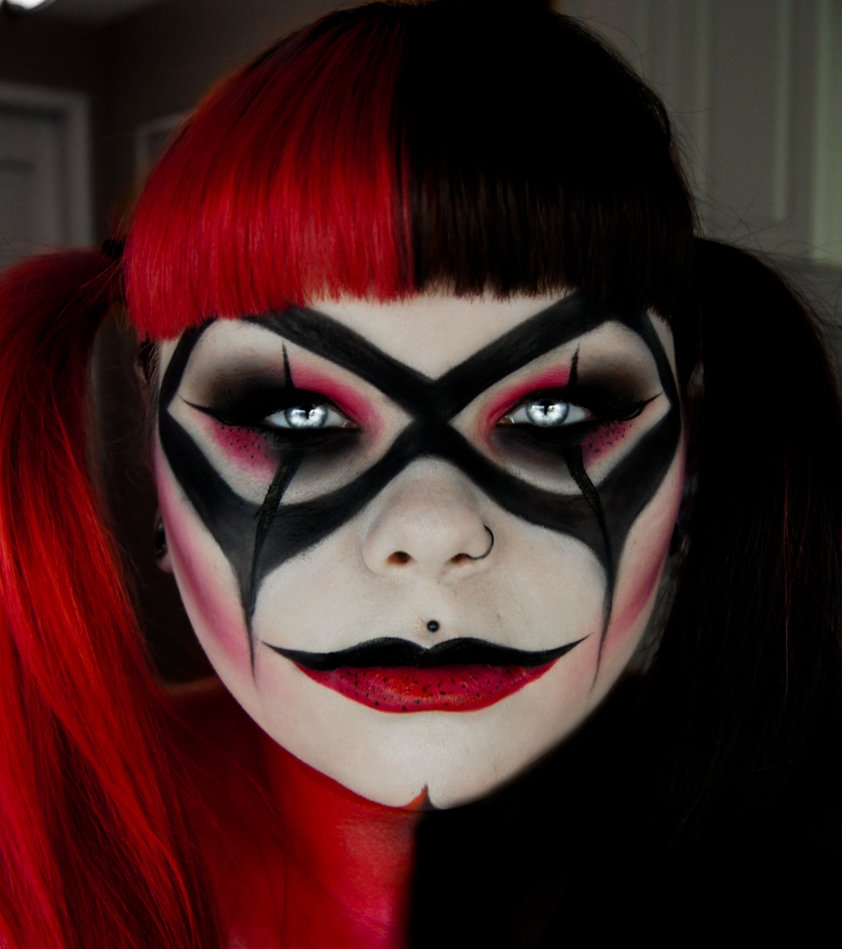 07-Harley-Quinn-Carla-CrimsonnOnyxx-Face-and-Body-Painting-by-a-Chameleon-like-Artist-www-designstack-co