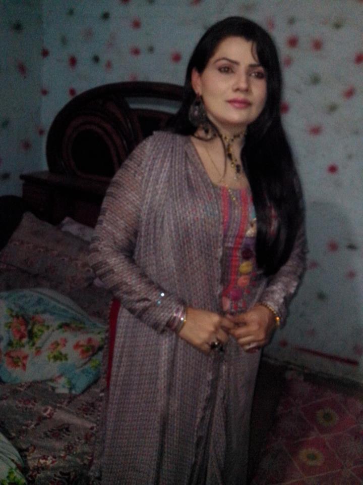 Sindhi World   Actress Sanam Soomro New Images
