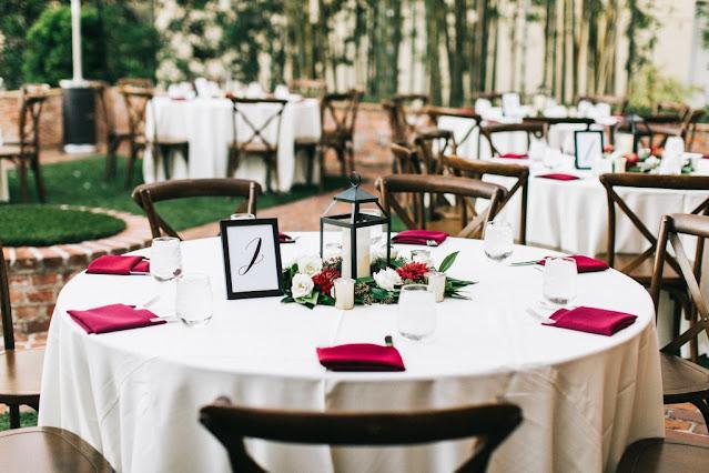 table settings holiday decor