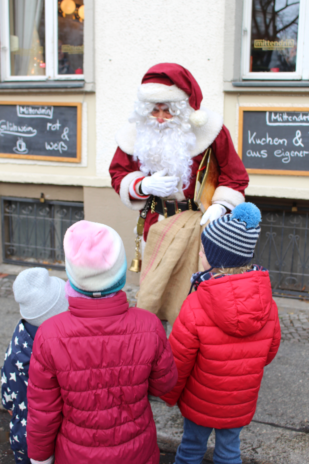 Father Christmas and kids at the Berlin Christmas markets - travel & lifestyle blog