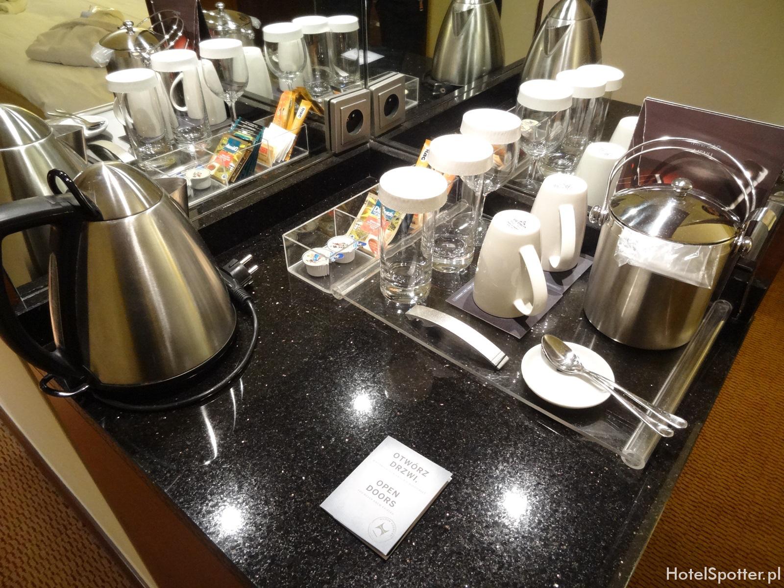 Hilton Warsaw Hotel - czajnik kawa i herbata