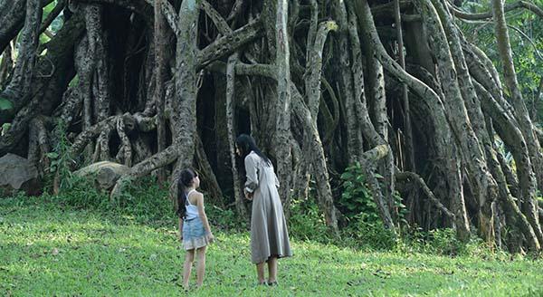 Mbak Asih Saat Mengajak Adik Risa ke Pohon Terlarang