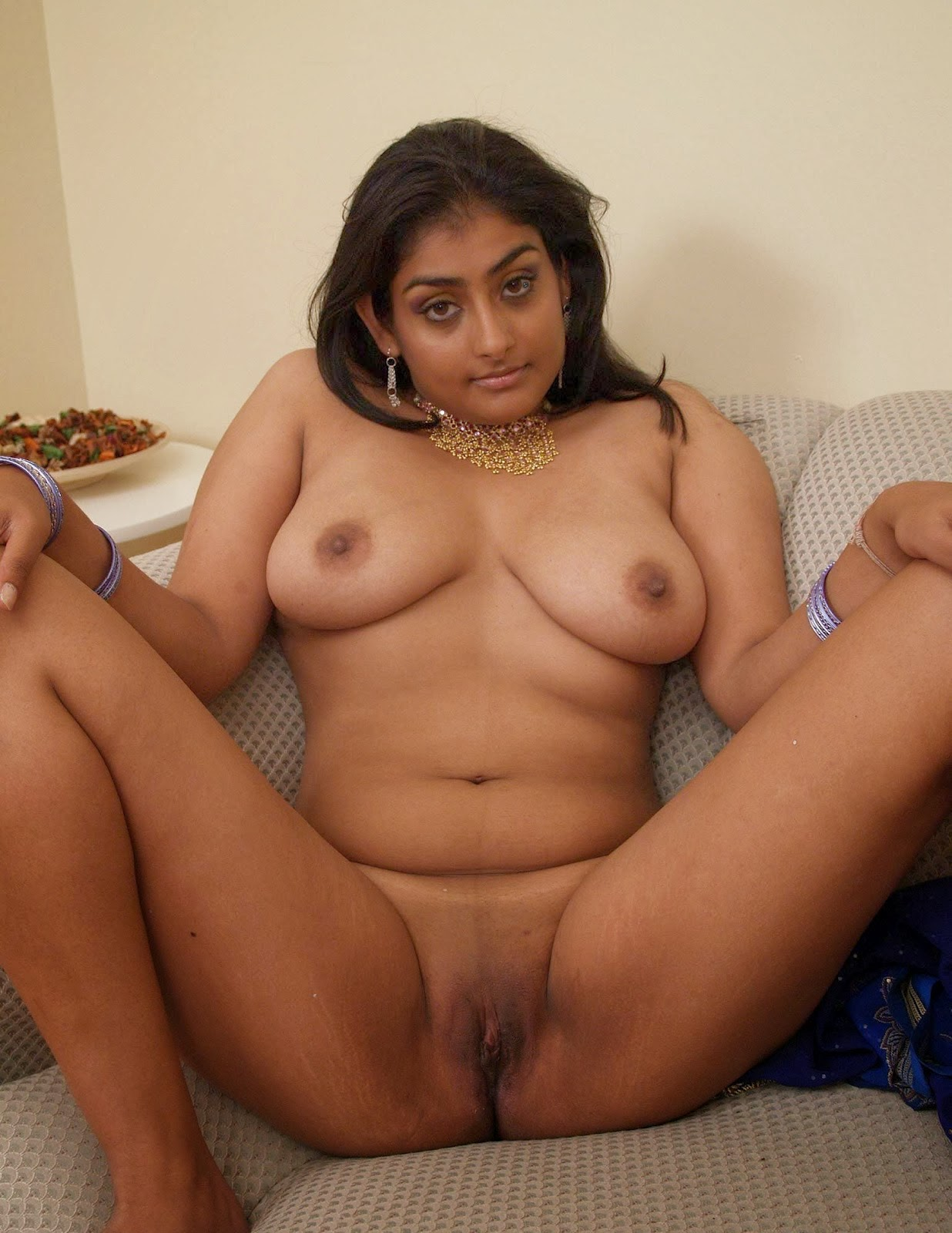 A bengali slut fucked in a 3some by indians 10