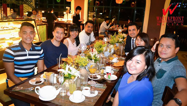 CBS Bloggers And Waterfront Airport Hotel and Casino Mactan General Manager
