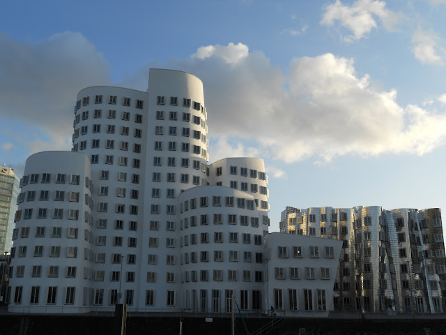 What to see in Düsseldorf in a day: the white building by Frank Gehry