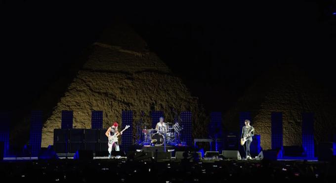 ¿Te perdiste el streaming de RHCP en las piramides de Egipto? Ingresa aqui y miralo completo.