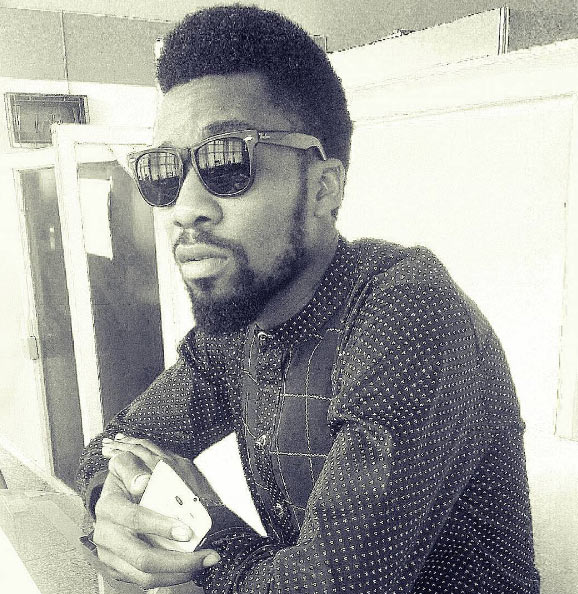 Video: School children mob NYSC member after mistaking him for Phyno