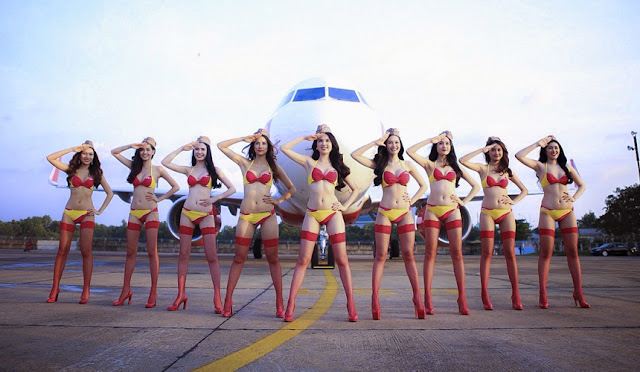VietJet: bikini 'fashion show' on the cabin