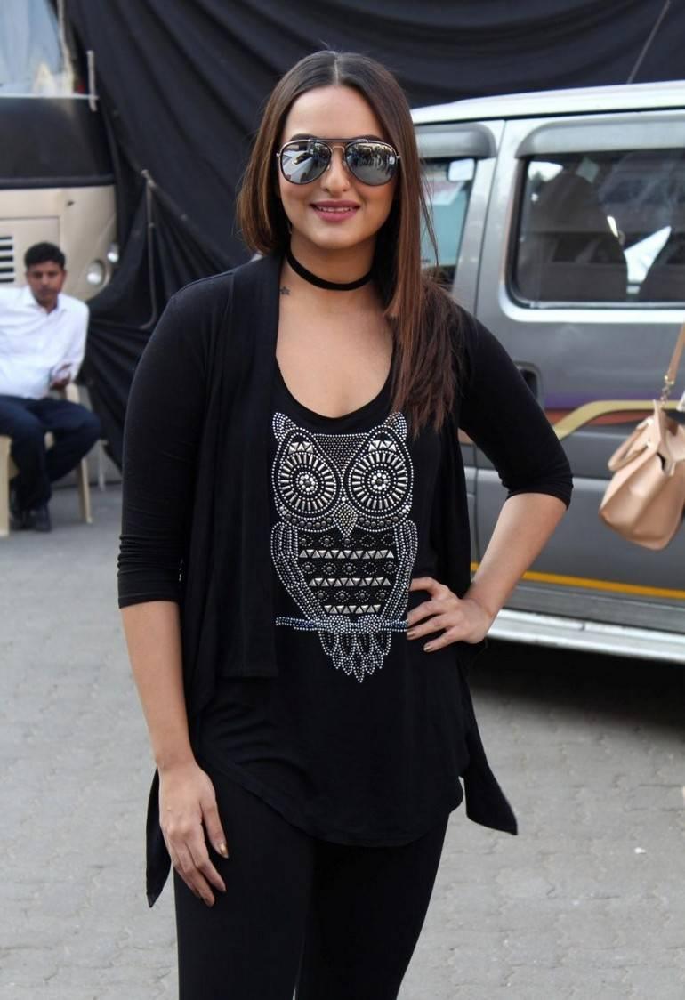 Sonakshi Sinha At Movie Press Meet In Black Dress