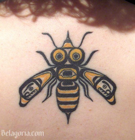 tatuaje tribal de una abeja