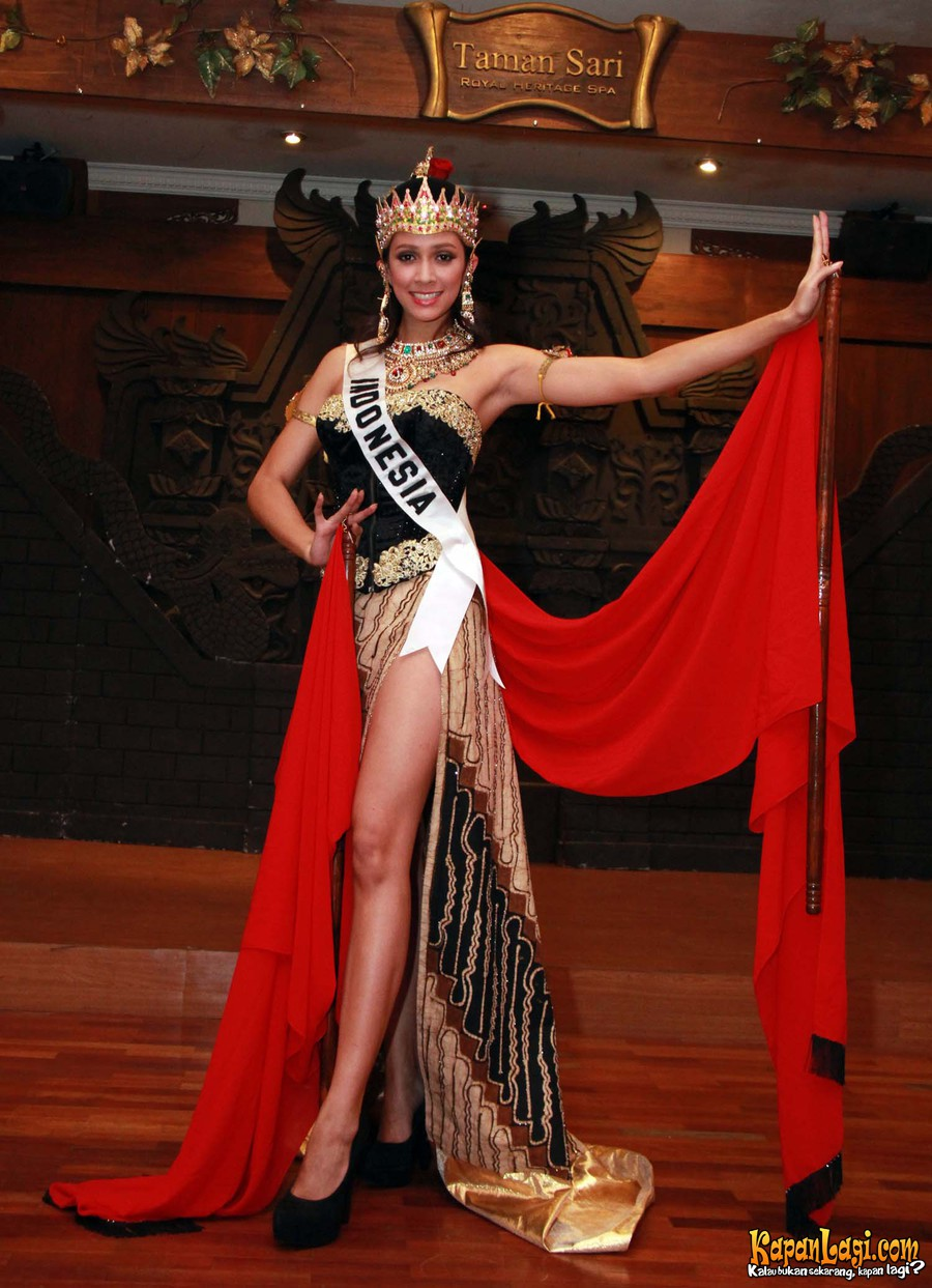 Photos Of National Costumes For Nadine Alexandra Dewi Ames Puteri Indonesia 2010 2011 Miss Universe 2012