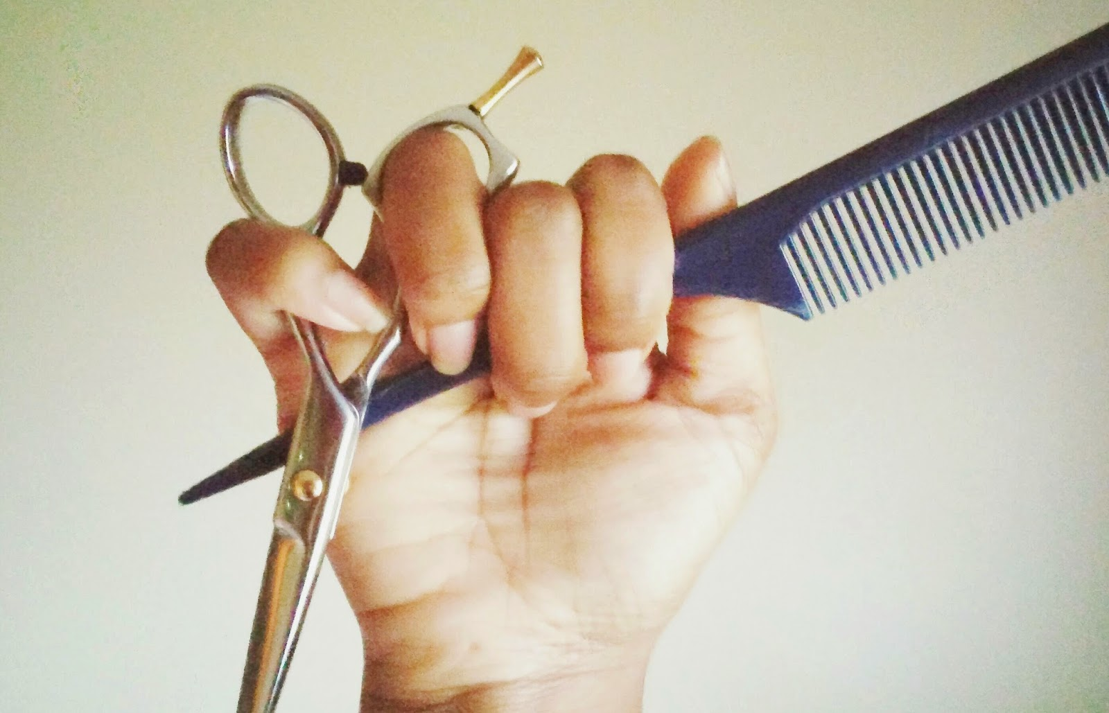 how to hold and use cutting shears