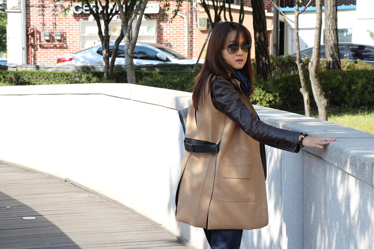 fashion bloger, layer look, scarf, leather jacket, leopard print