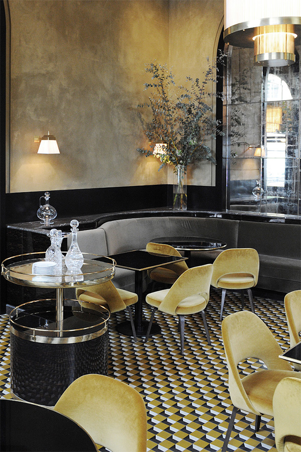 Interiors by jacquin 10 global restaurants with for Restaurant miroir paris 18