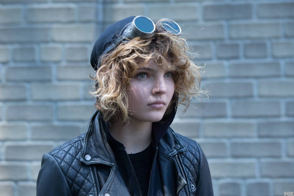 Gotham : First Look A Selina Kyle's Catwoman Suit Revealed.