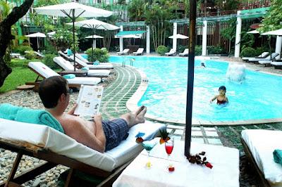 Bể bơi bốn mùa tại Khách sạn Hoàng Anh Gia Lai