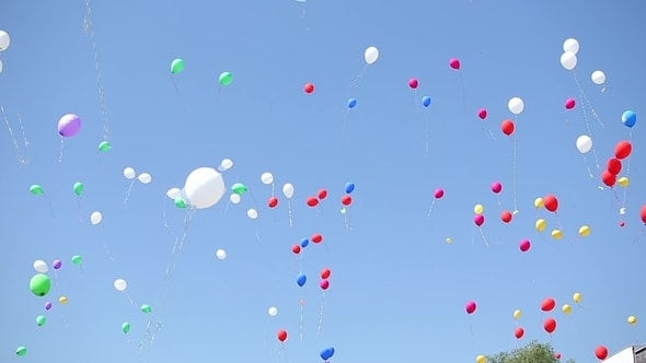 لقطات للمونتاج - بالونات تطير في السماء جودة عالية
