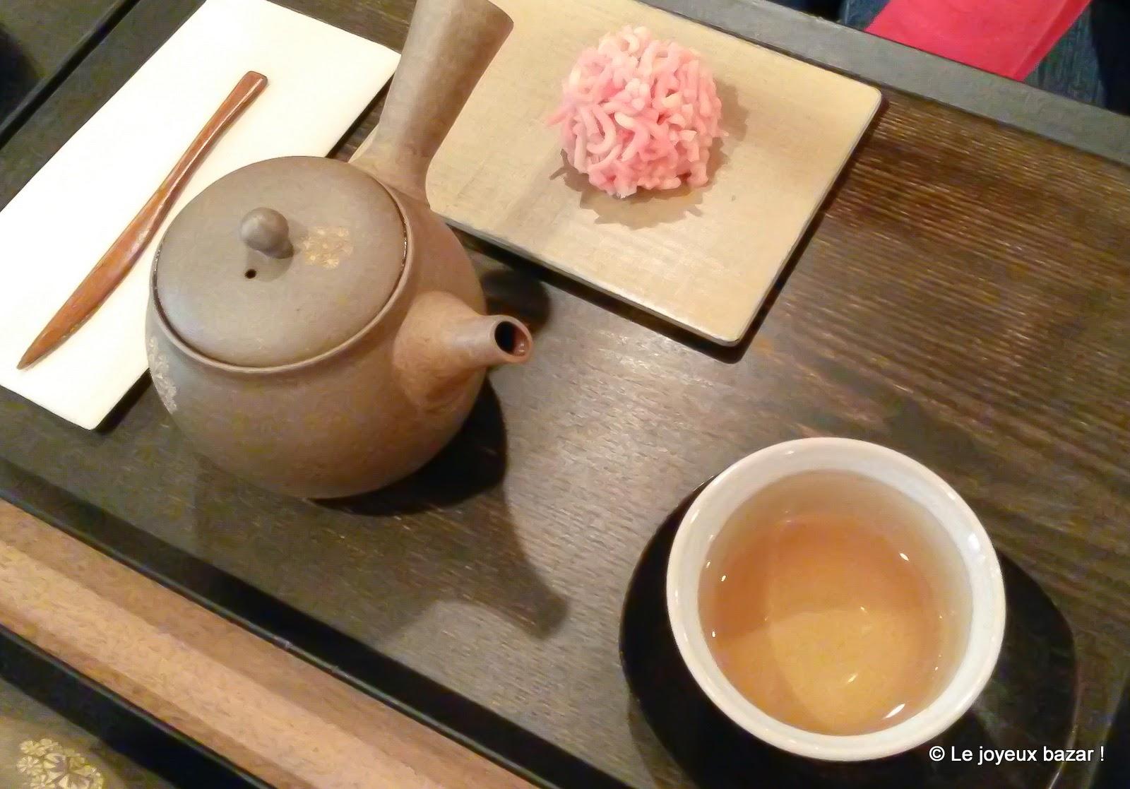 voyager au japon paris le salon de th toraya. Black Bedroom Furniture Sets. Home Design Ideas