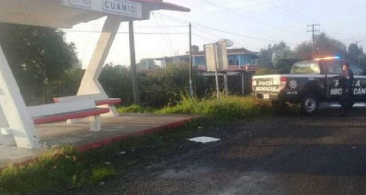 Elementos de la Policía localizan restos humanos en Cuitzeo, Michoacán