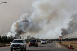 Canada fires: the province of Alberta threatened neighbor blaze