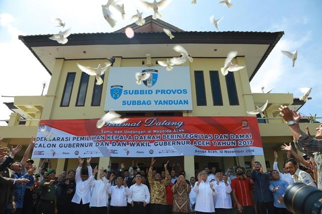 Cagub Cawagub Aceh 2017 Tandatangani Deklarasi Damai