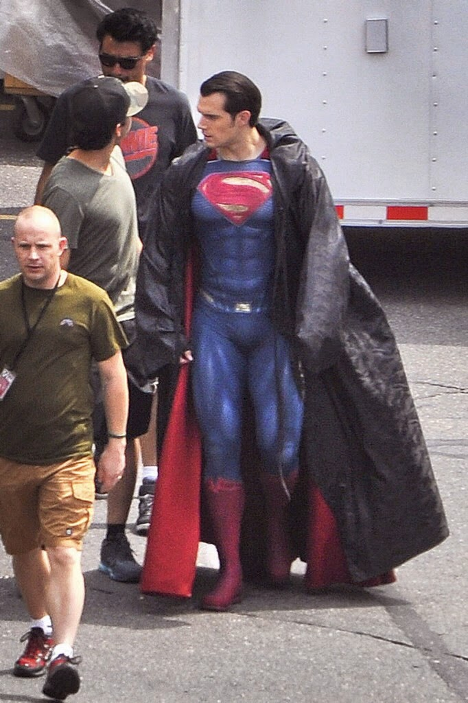 Henry Cavill shows off his superhero muscles in full costume on the set of Batman V Superman Dawn Of Justice  sc 1 st  Lane u0026 Kent News & Lane u0026 Kent News: New u0027Batman v Superman set photos of Henry Cavill ...