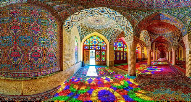 Menikmati kemolekan masjid pink Nasir al-Mulk di Shiraz, Iran