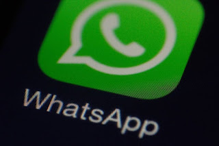 "Reported ""backdoor"" in WhatsApp is in fact a feature, defenders say"