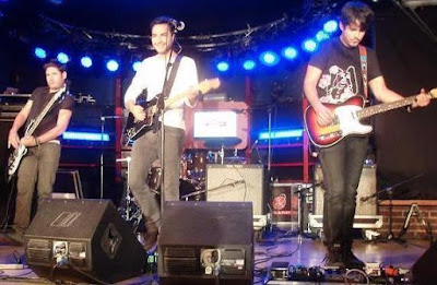 Foto de Motel cantando en concierto