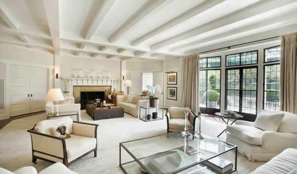 Sala con muebles blancos