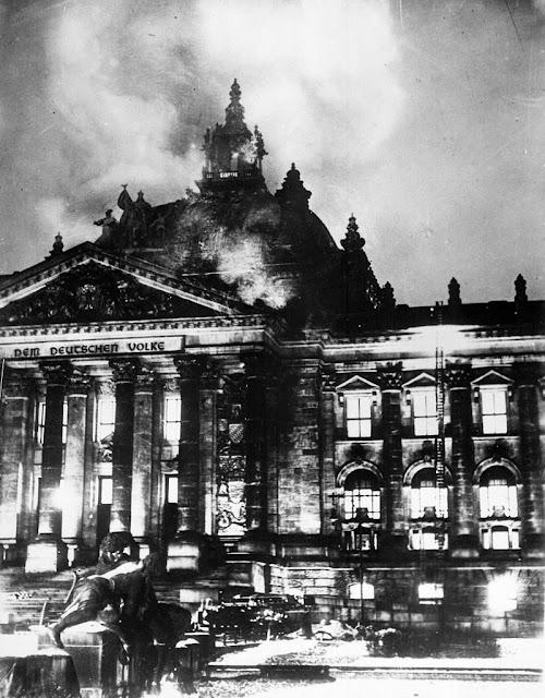 El incendio del Reichstag permitió a Hitler acelerar sus planes de persecución contra sus opositores, acusándolos de ser golpistas.