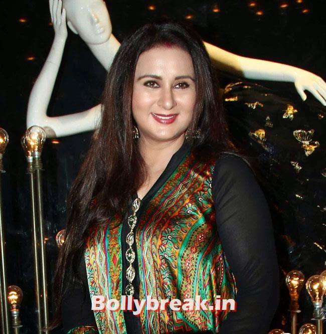 Poonam Dhillon, Alia, Parineeti at Launch of Fashion Brand Diva`ni