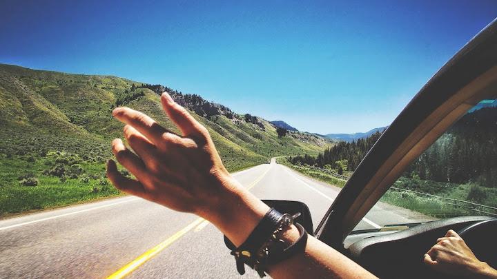 Soñar con viajar en auto
