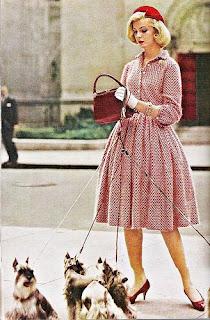 bolsas com alça curta fizeram a cabeça das mulheres nos anos 50
