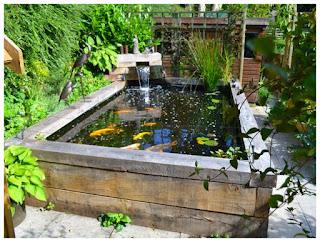 Rumah yang dilengkapi dengan kolam ikan di pekarangannya merupakan cita-cita banyak orang Cara Membuat Kolam Ikan dari Semen supaya Tidak Bocor