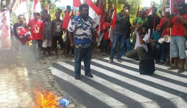 Papua Adalah NKRI, Rakyat Papua Bakar Bendera Bintang Kejora
