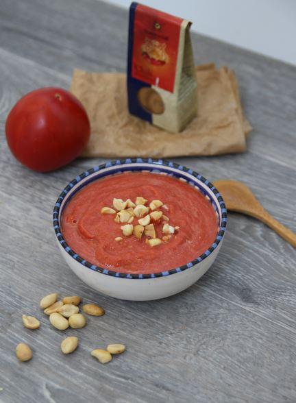 Cuillère et saladier : Soupe de tomates rôties à la cacahuète