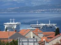 gužva za trajekt Jadrolinija Supetar slike otok Brač Online
