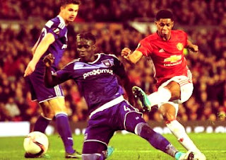Marcus Rashford's scoring shot Anderlecht against trying to be blocked by a defender