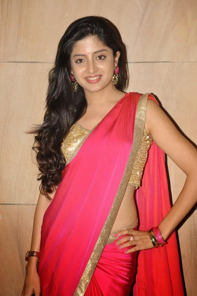 Actress Poonam Kaur Long Hair Hip In Red Saree