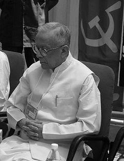 Jyoti basu biography(July 8, 1914-January 17, 2010 -aged 95)-జ్యోతిబసు-విప్లవ జ్యోతి - మానవతావాది - ఆదర్శమూర్తి -దేశం గర్వించదగ్గ నాయకుడు-పోరాట యోధుడు-జ్యోతిబసు జీవిత విశేషాలుJyoti basu biography(July 8, 1914-January 17, 2010 -aged 95)-జ్యోతిబసు-విప్లవ జ్యోతి - మానవతావాది - ఆదర్శమూర్తి -దేశం గర్వించదగ్గ నాయకుడు-పోరాట యోధుడు-జ్యోతిబసు జీవిత విశేషాలు
