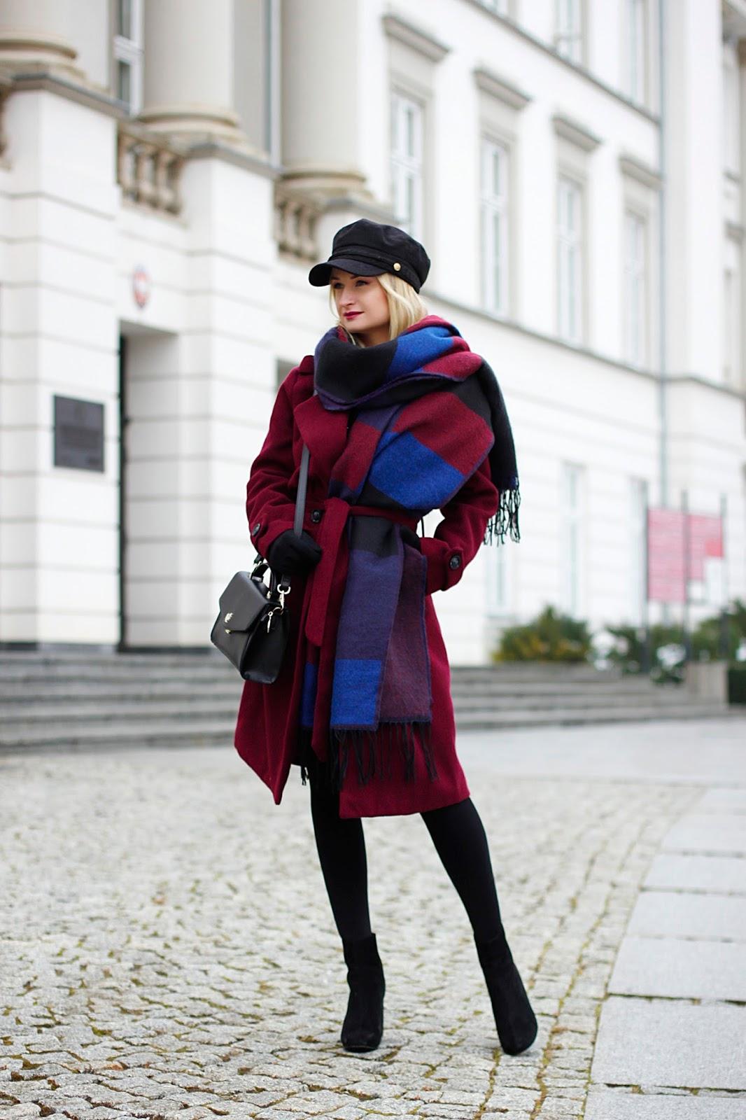 Zimowa stylizacja w kolorze bordo