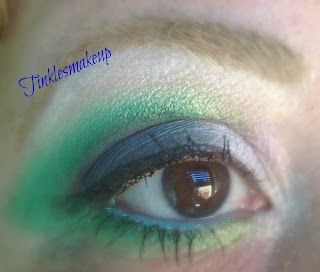 eye_makeup_look_emerald_green_dramatic_cut_crease