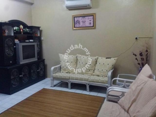 2 Bilik Berhawa Dingin Termasuk Ruang Tamu 1 Berkipas Ceiling Kemudahan Dapur Dan Peralatan Memasak Peti Ais Tv Seterika Mesin Basuh
