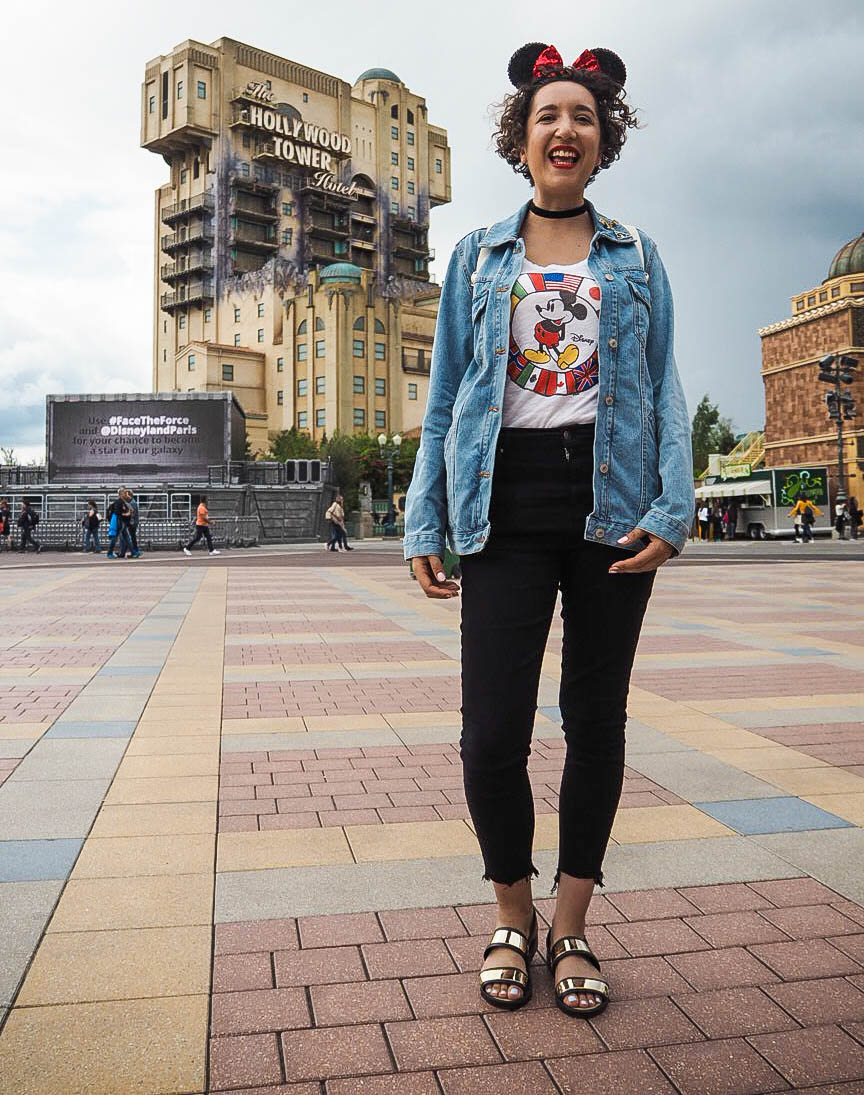Fashion blogger at Tower of Terror in Disneyland Paris