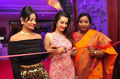 diksha launches trendz exhibition-thumbnail-8